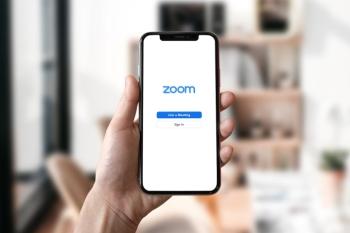 Man sieht Zoom auf einem Handy.